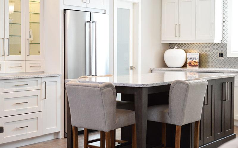 moderne Küche mit neuer Küchenplatte